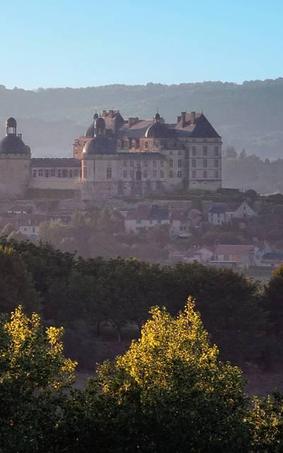 Hautefort - Château et commune